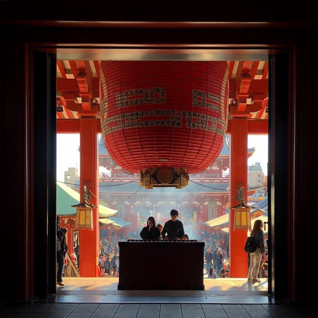 Bøn ved senso-ji templet